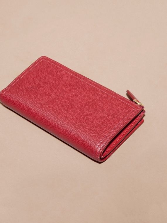 Grainy Leather Ziparound Wallet in Parade Red - Women | Burberry Hong Kong - cell image 2