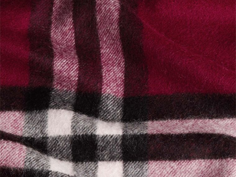 The Classic Cashmere Scarf in Check in Plum - cell image 4