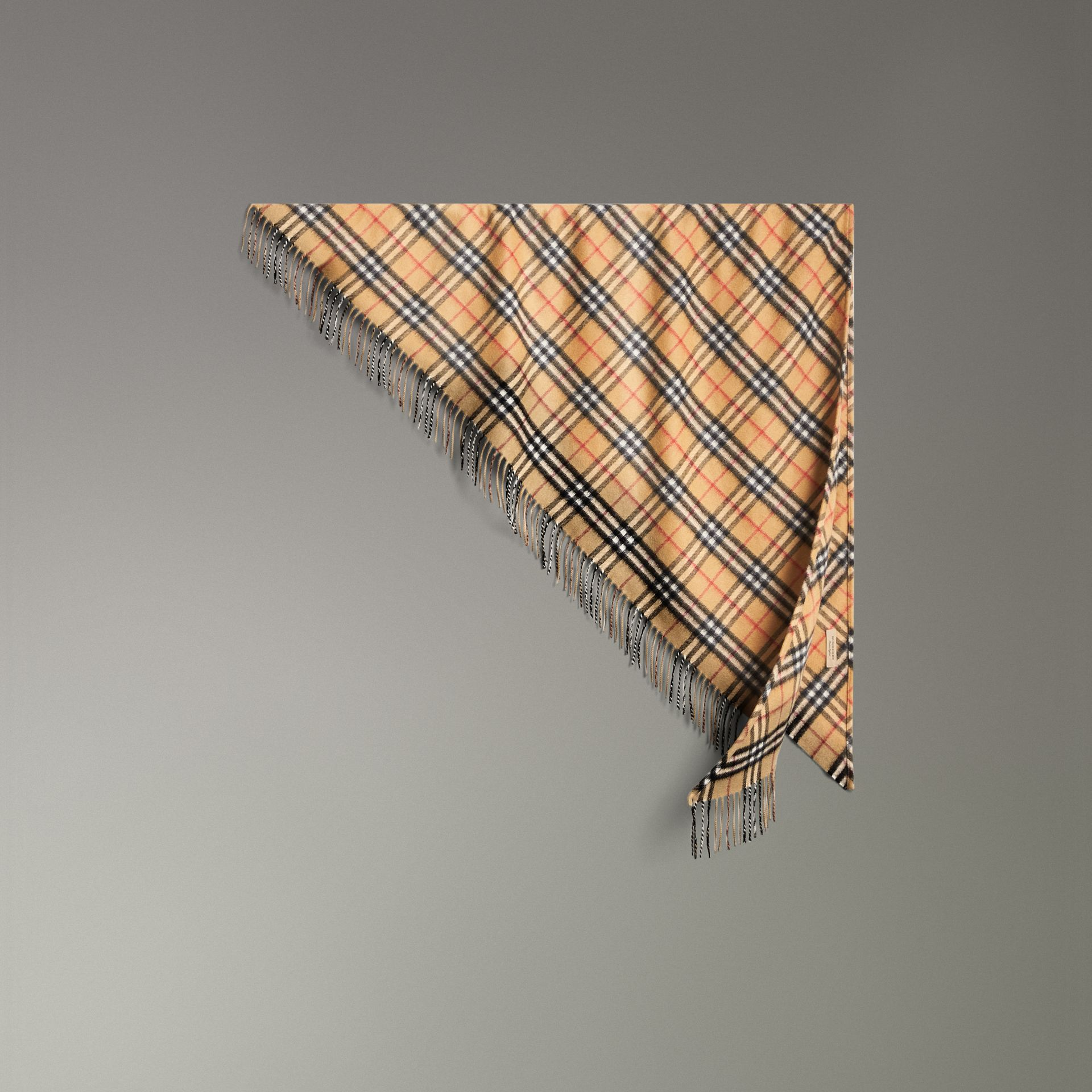 Bandana Burberry en cachemire à motif Vintage check (Jaune Antique) | Burberry Canada - photo de la galerie 0