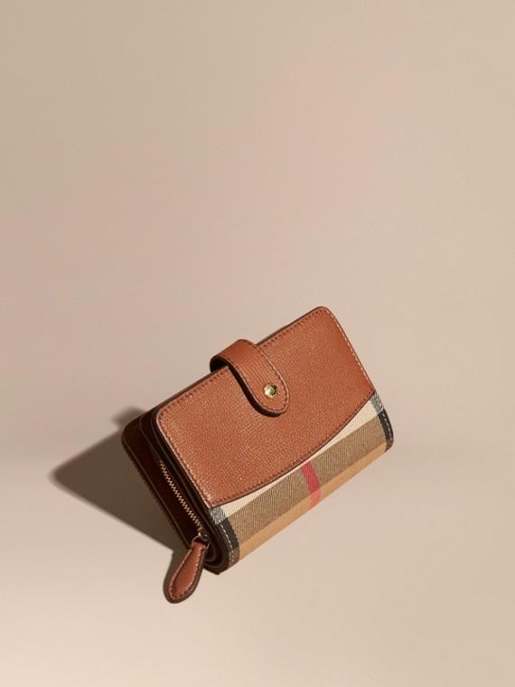 Brieftasche in House Check mit Lederbesatz (Hellbraun)