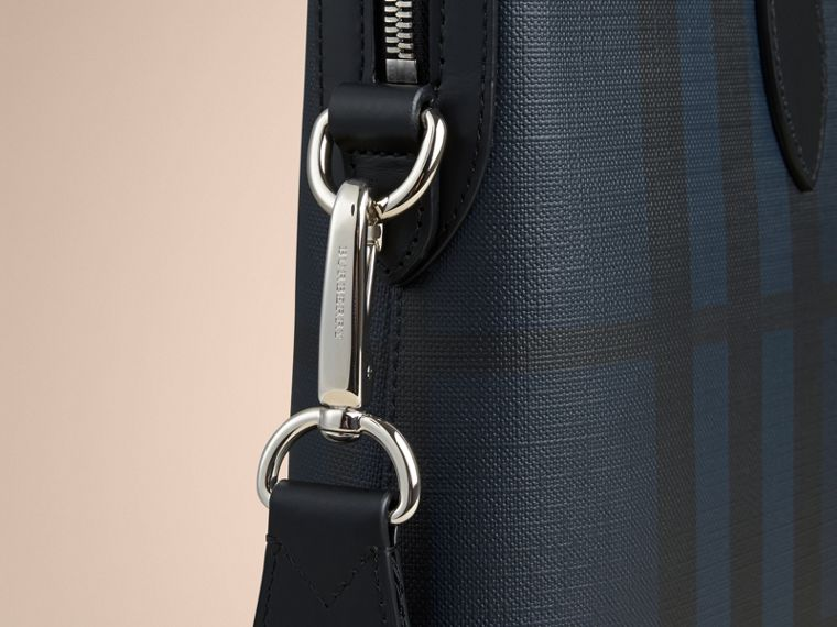 Pasta Barrow com estampa London Check (Azul Marinho/preto) - Homens | Burberry - cell image 4