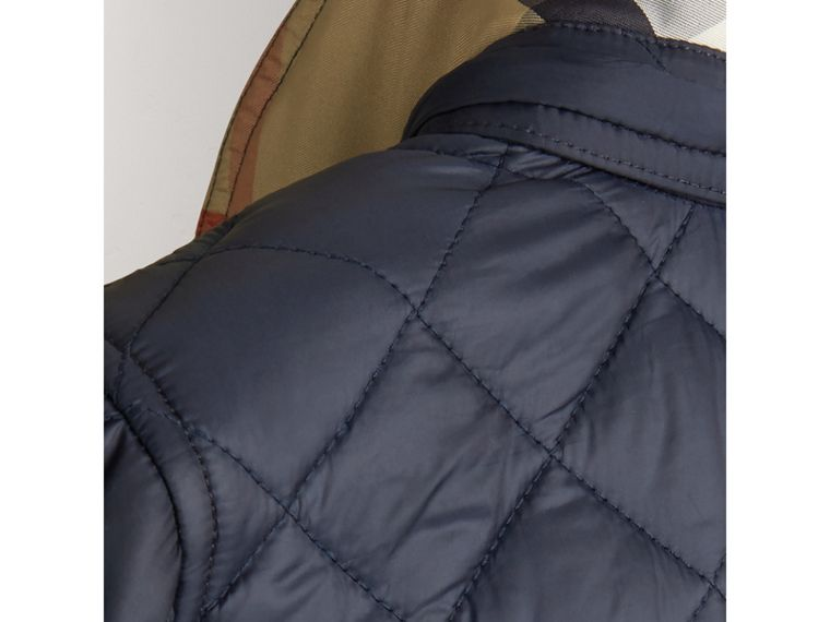 Detachable Hood Lightweight Quilted Jacket in Ink Blue - Boy | Burberry Hong Kong - cell image 2