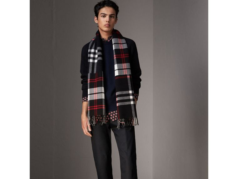 Two-tone Cable Knit Cashmere Sweater in Navy - Men | Burberry - cell image 4