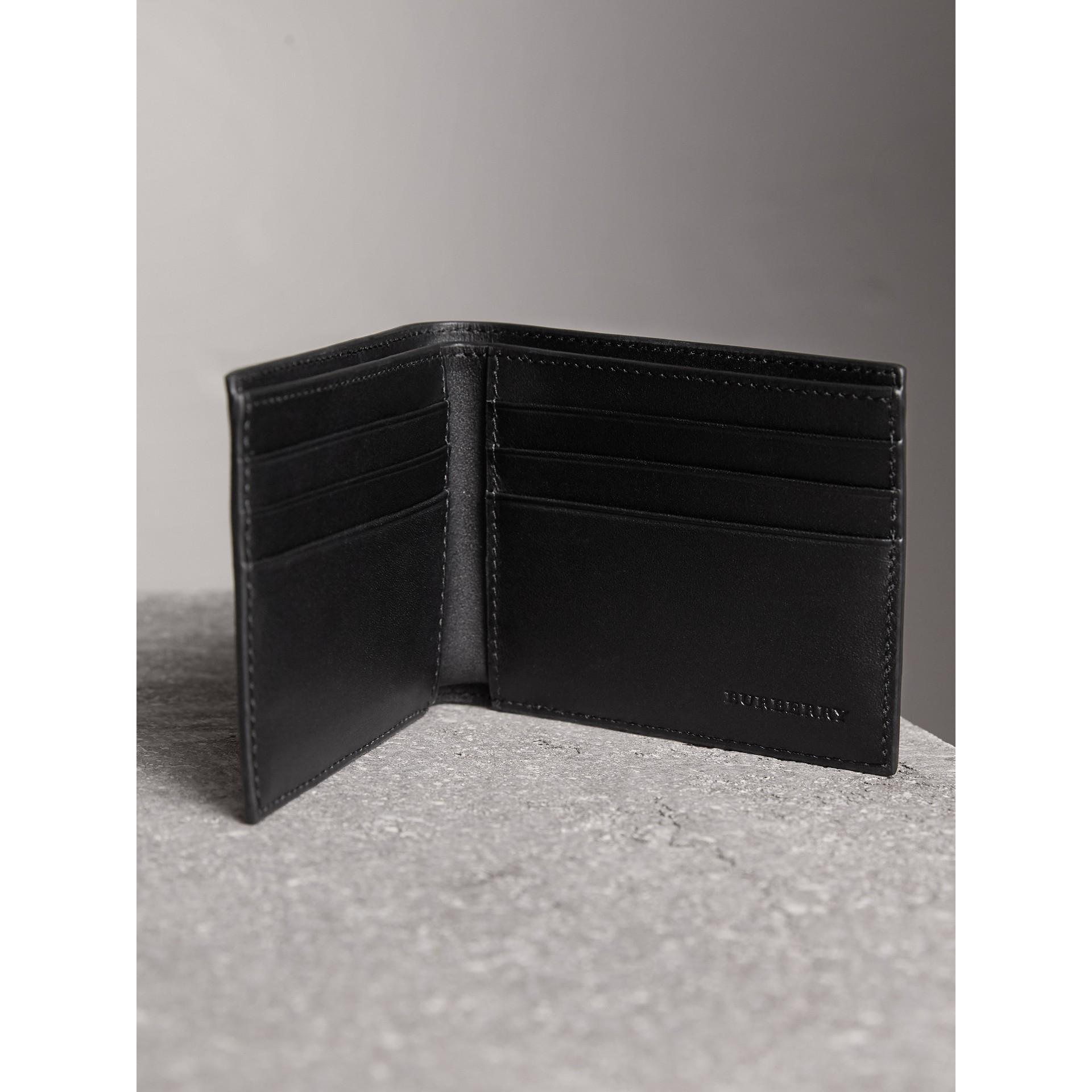 ロンドンチェック&レザー バイフォールドウォレット (ネイビー/ブラック) - メンズ | バーバリー - ギャラリーイメージ 4