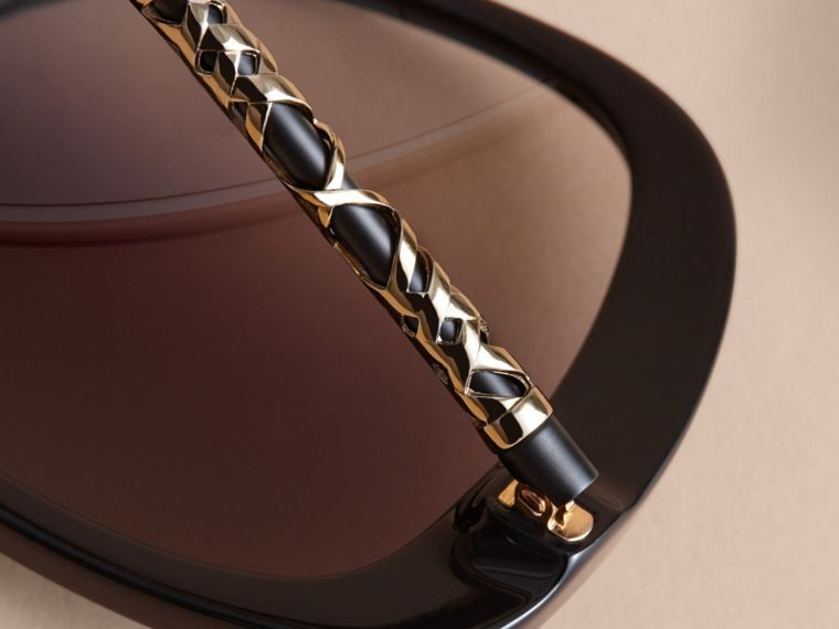 Check Detail Butterfly Frame Sunglasses Black - cell image 1