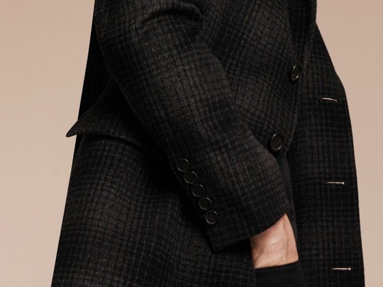 Camaïeu anthracite Manteau ajusté en laine et cachemire à motif check - cell image 4