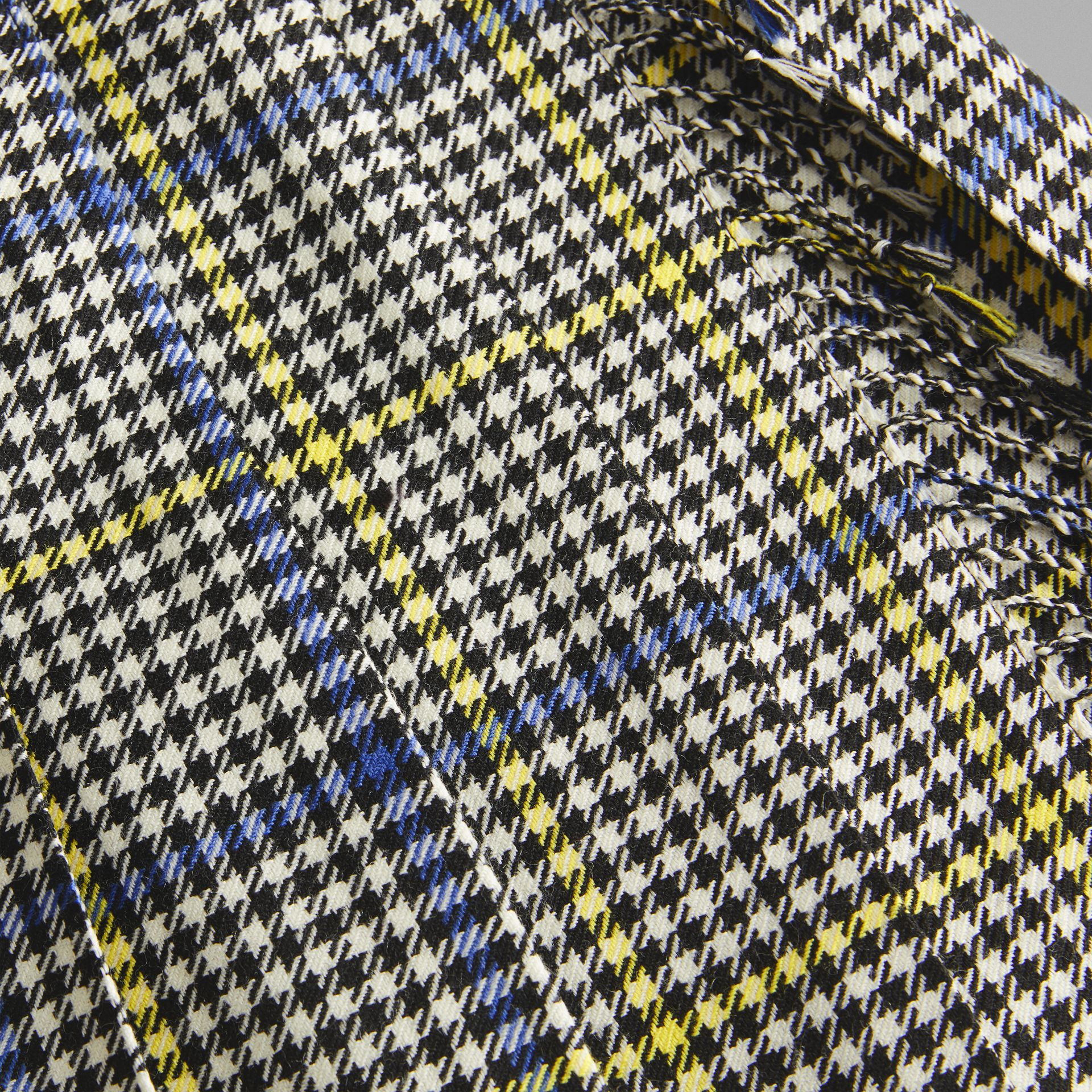 Fringe Detail Houndstooth Check Wool Kilt in Parchment | Burberry - gallery image 1