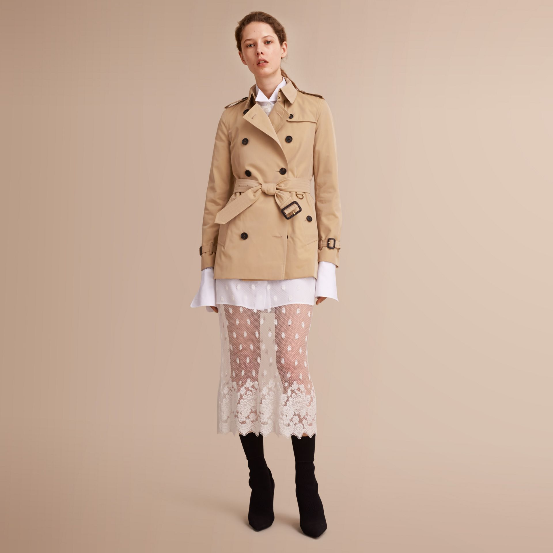 The Kensington – Short Heritage Trench Coat in Honey - Women | Burberry - gallery image 1