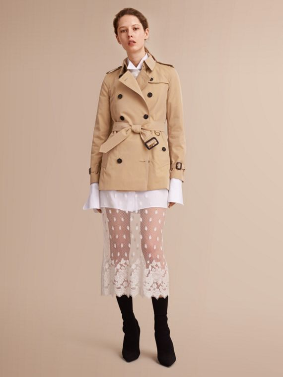 The Kensington – Short Heritage Trench Coat in Honey - Women | Burberry Singapore