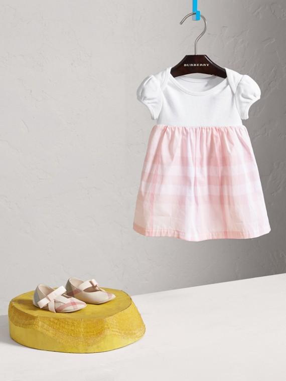 Baumwollkleid mit Check-Detail (Eisrosa)