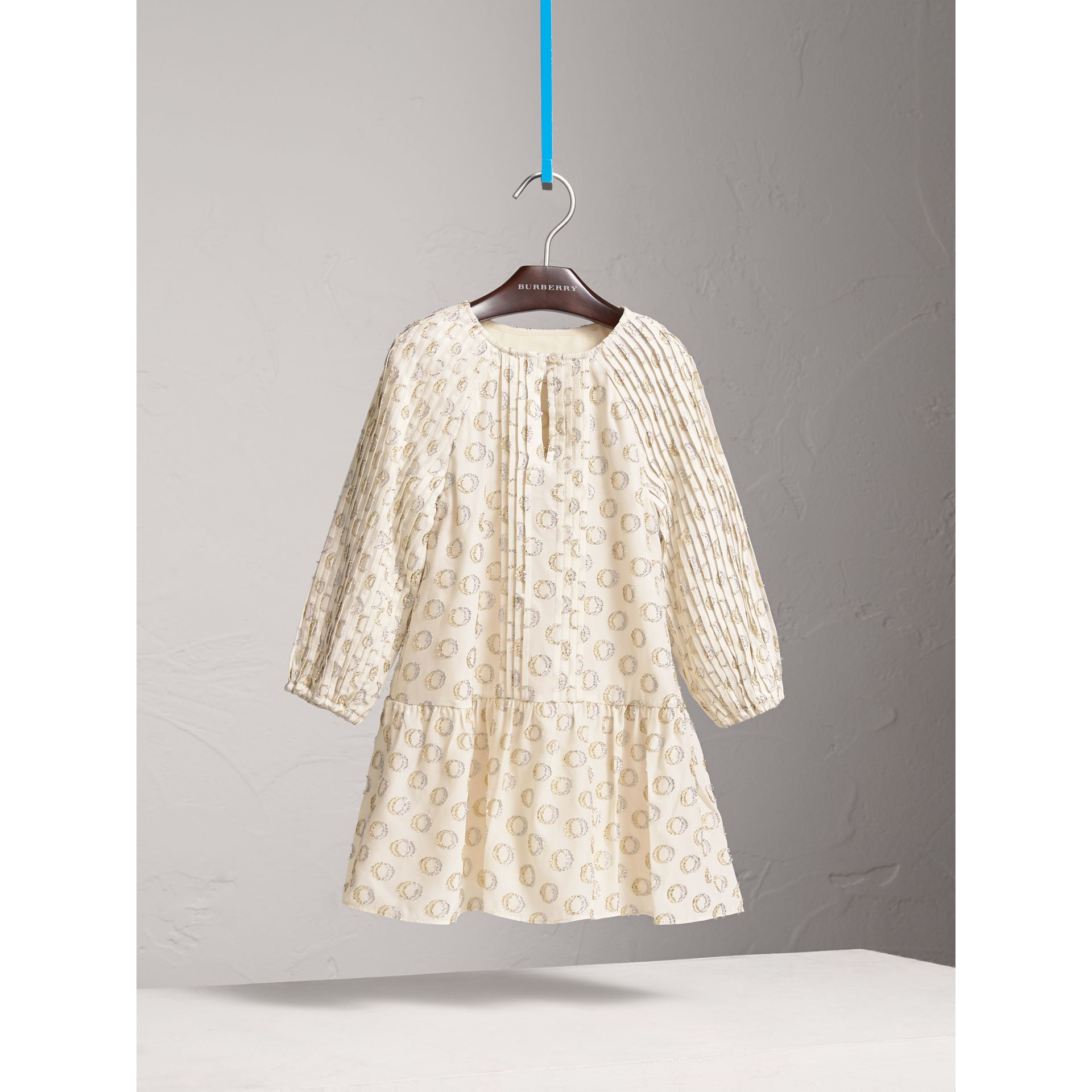 Robe plissée en fil coupé (Blanc Naturel) | Burberry - photo de la galerie 0