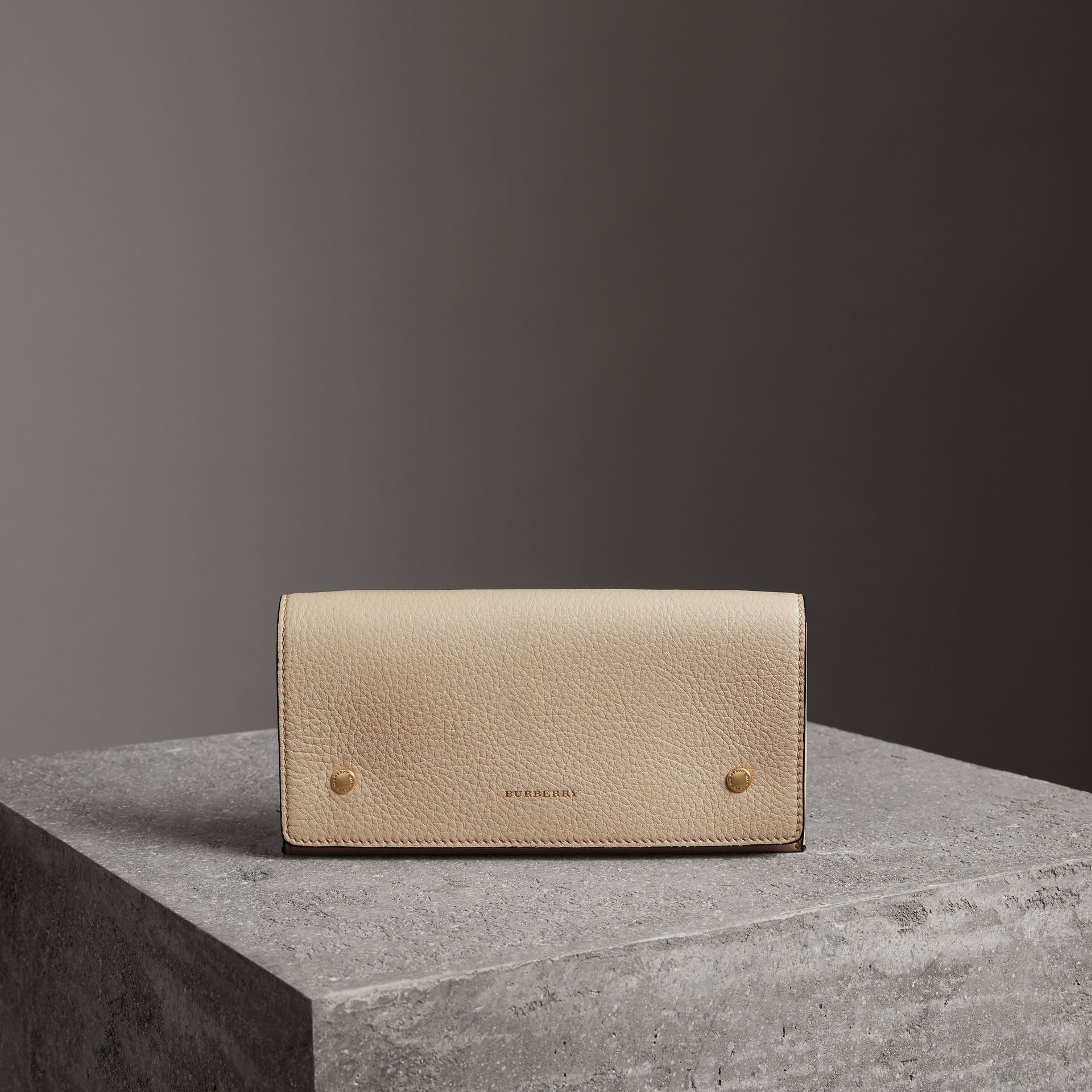 Two-tone Leather Continental Wallet in Limestone - Women | Burberry Canada - gallery image 0