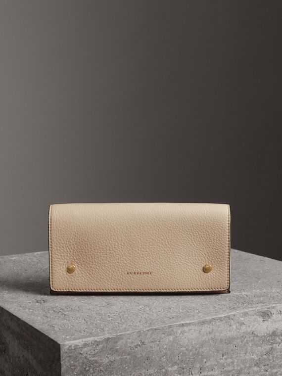 Two-tone Leather Continental Wallet in Limestone