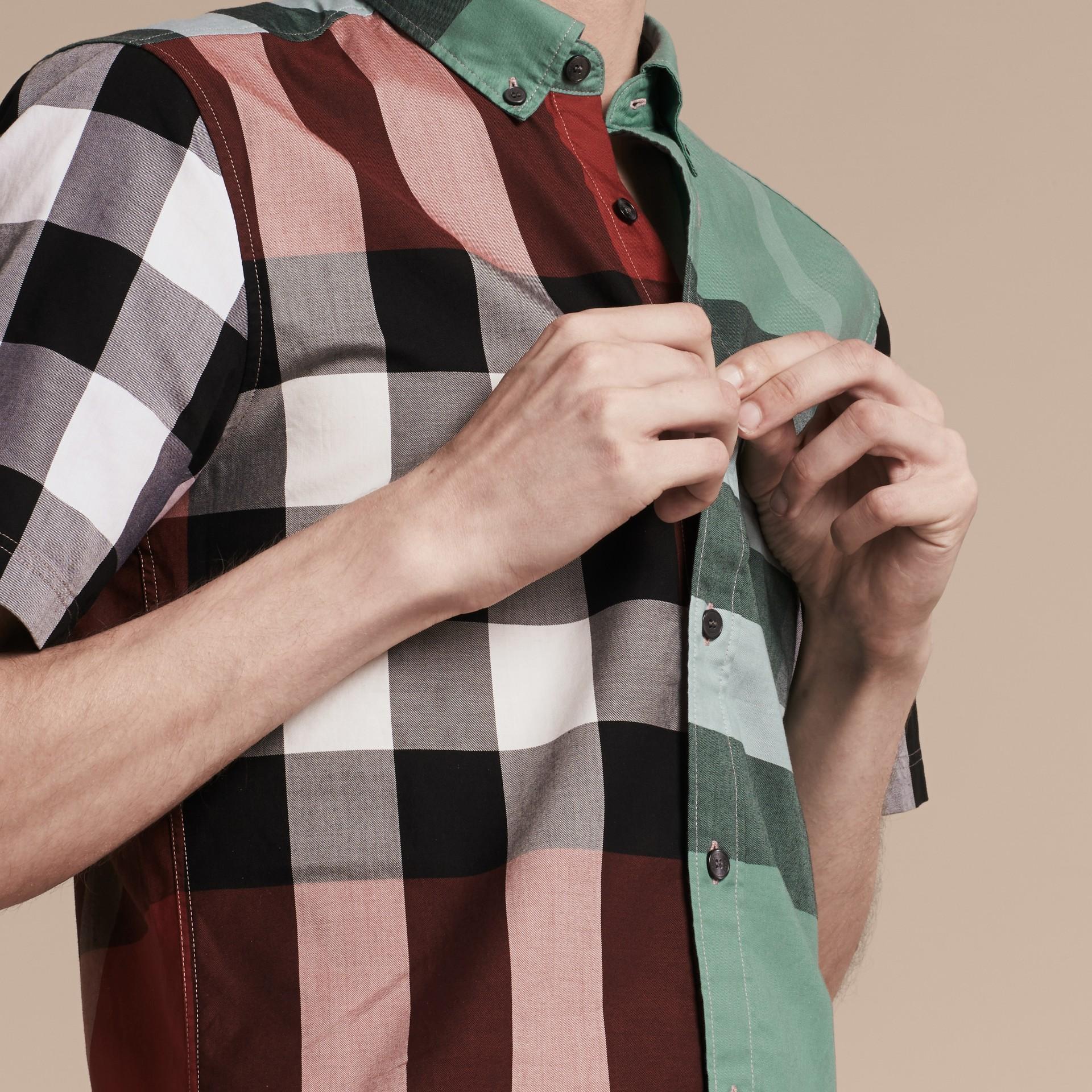 Parade red Camisa de algodão de mangas curtas e estampa Colour Block xadrez Parade Red - galeria de imagens 5