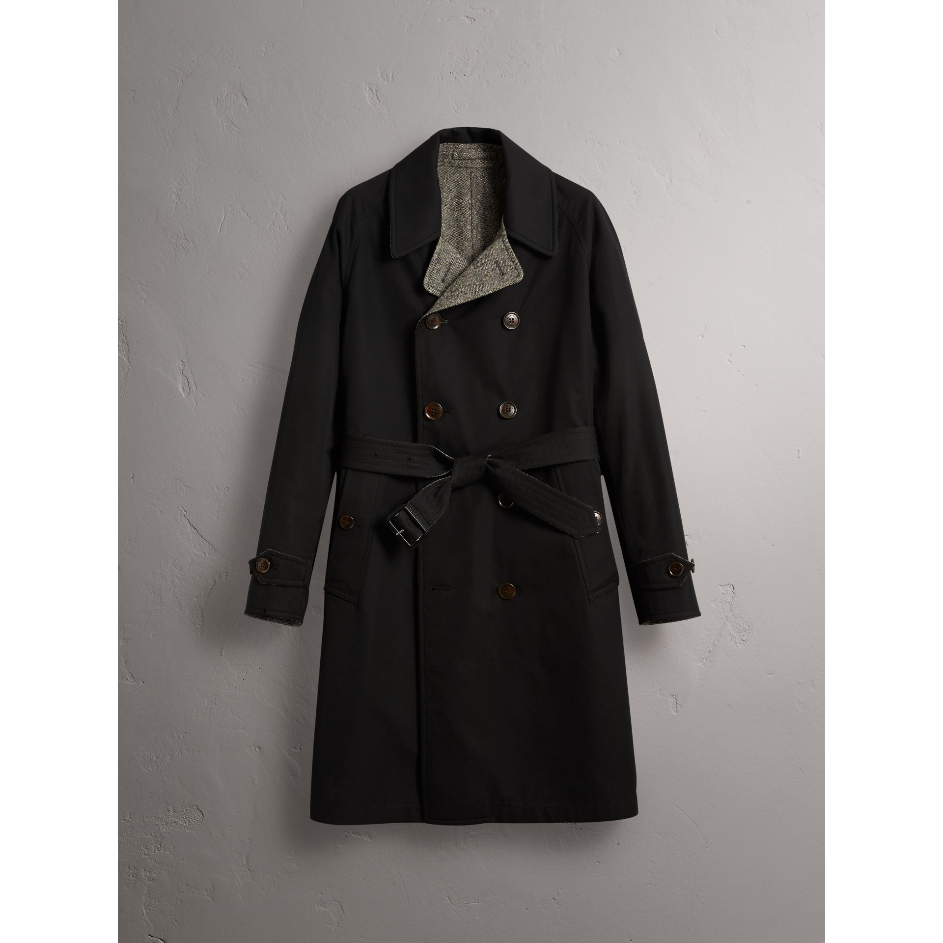Trench coat in gabardine e tweed Donegal double face (Nero) - Uomo | Burberry - immagine della galleria 4
