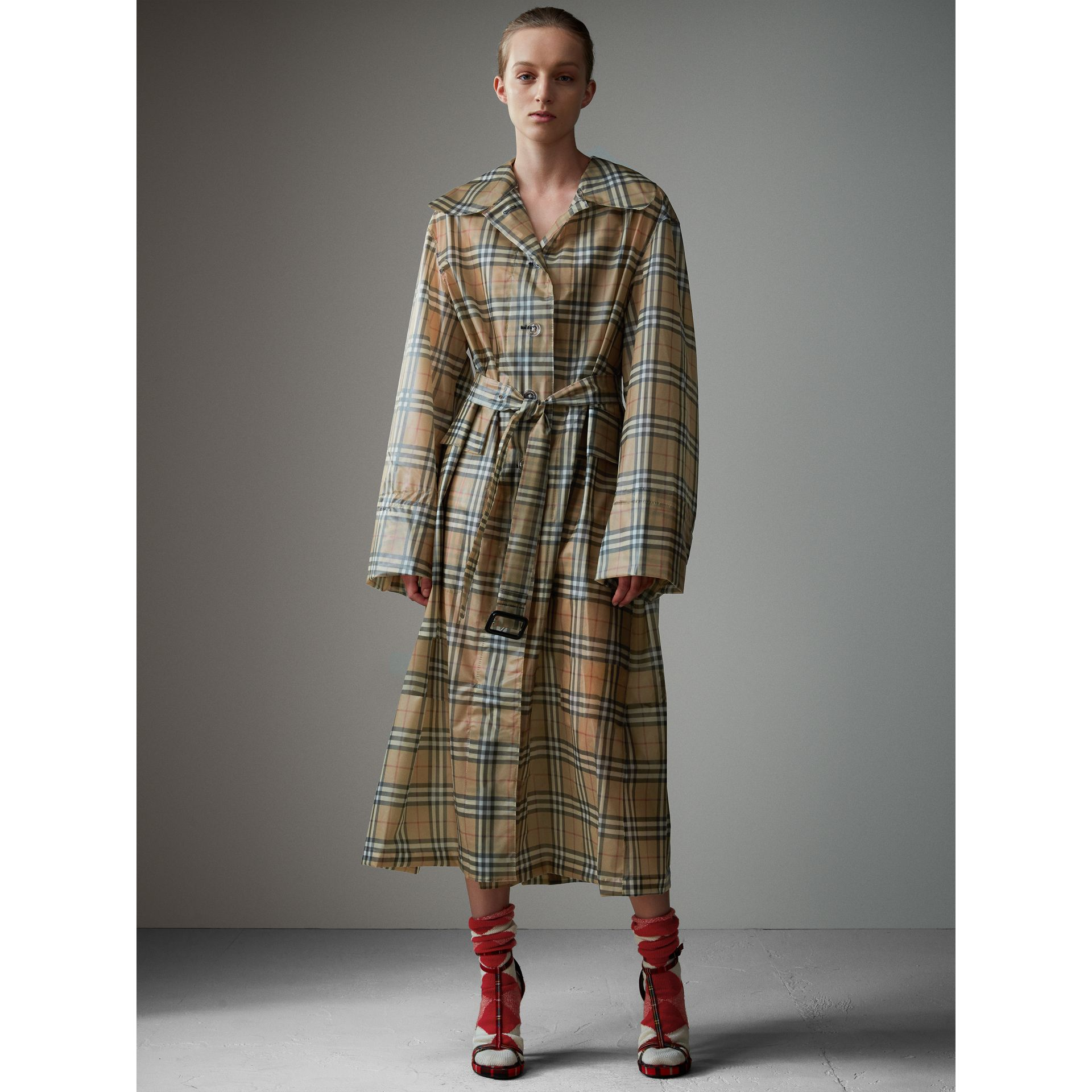 Vintage Check Soft-touch Plastic Single-breasted Coat in Antique Yellow - Women | Burberry Hong Kong - gallery image 6