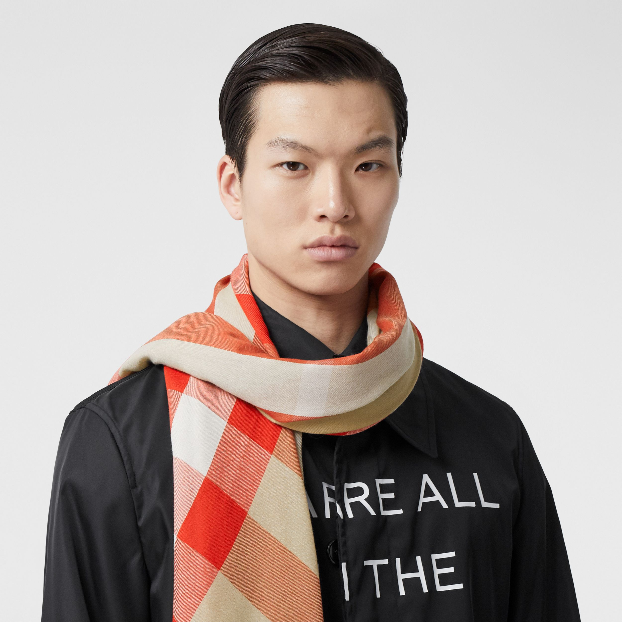 Lightweight Check Cashmere Scarf in Archive Beige/red | Burberry - 4