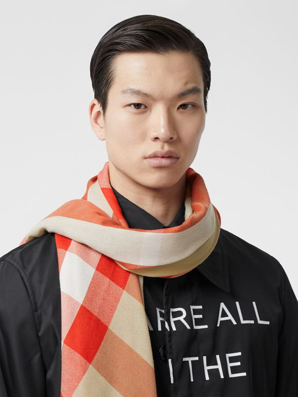 Lightweight Check Cashmere Scarf in Archive Beige/red | Burberry United Kingdom - cell image 2