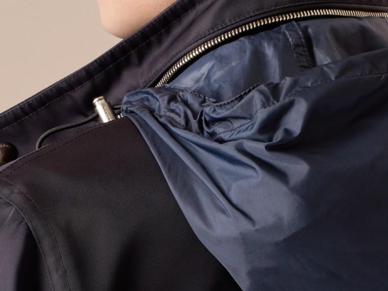Marine Veste en tissu technique à capuche repliable - cell image 4