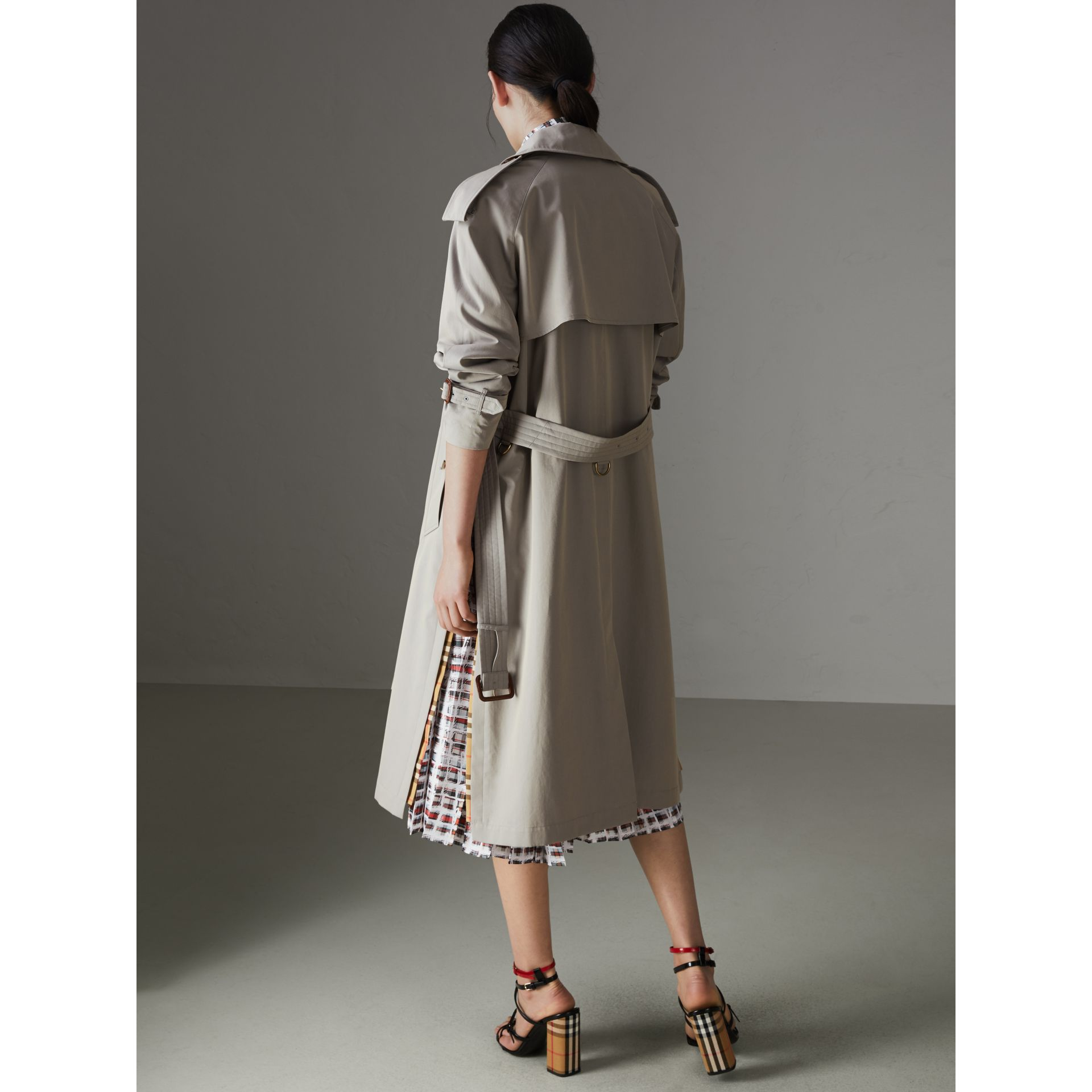 Side-slit Tropical Gabardine Trench Coat in Green Grey - Women | Burberry Canada - gallery image 2