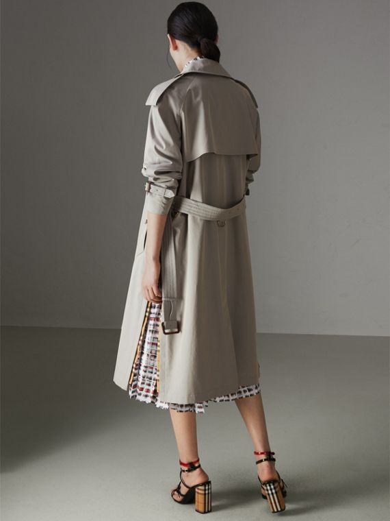 Trench coat in gabardine tropicale con spacchi laterali (Grigio Verde) - Donna | Burberry - cell image 2