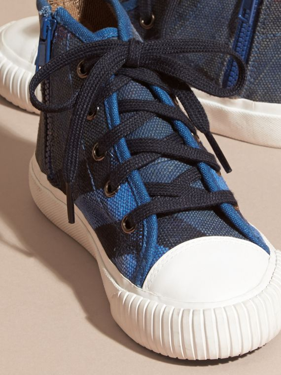 Ultramarinblau Hohe Sportschuhe mit Canvas Check-Muster - cell image 2