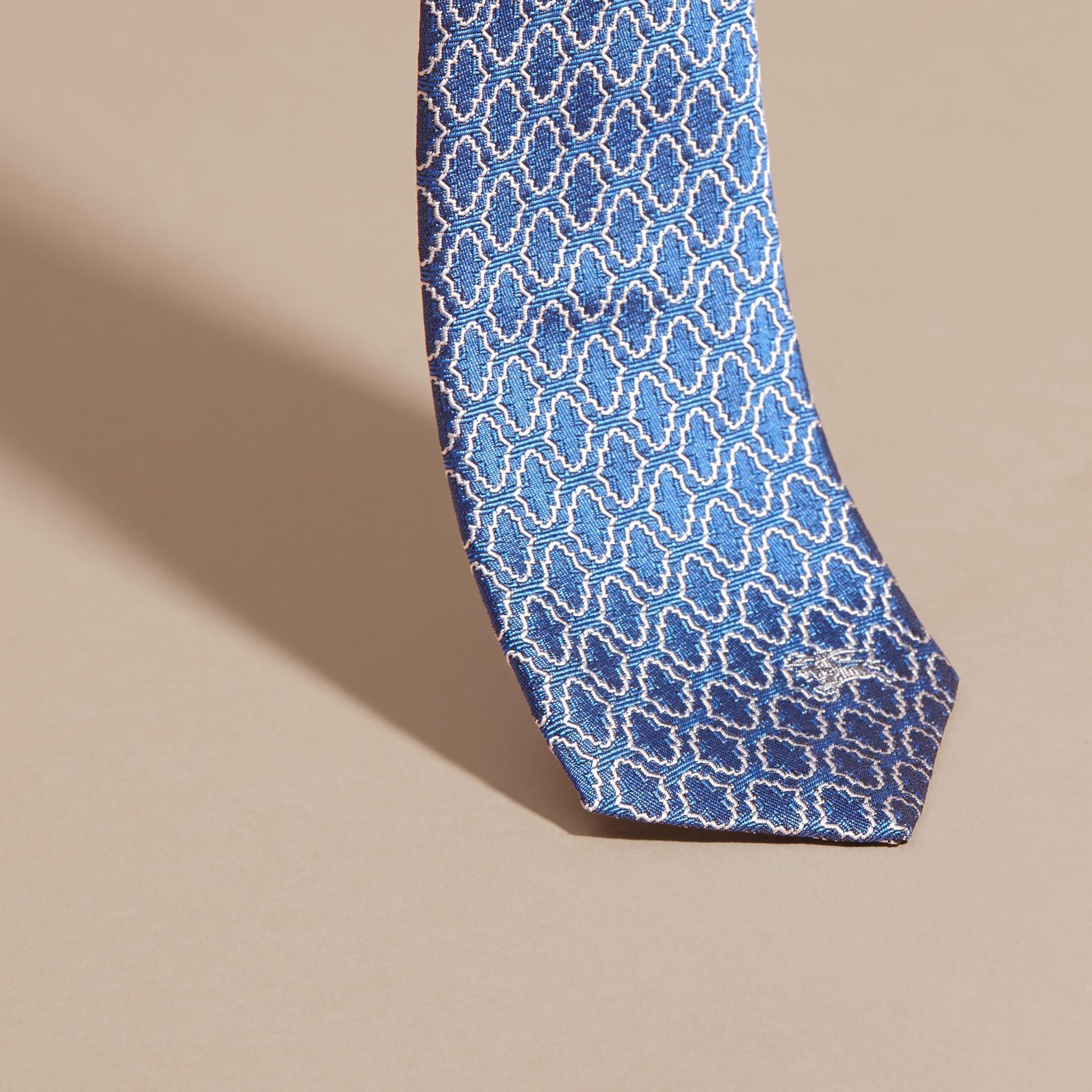 Blu ortensia Cravatta dal taglio sottile in seta jacquard con motivo geometrico Blu Ortensia - immagine della galleria 2