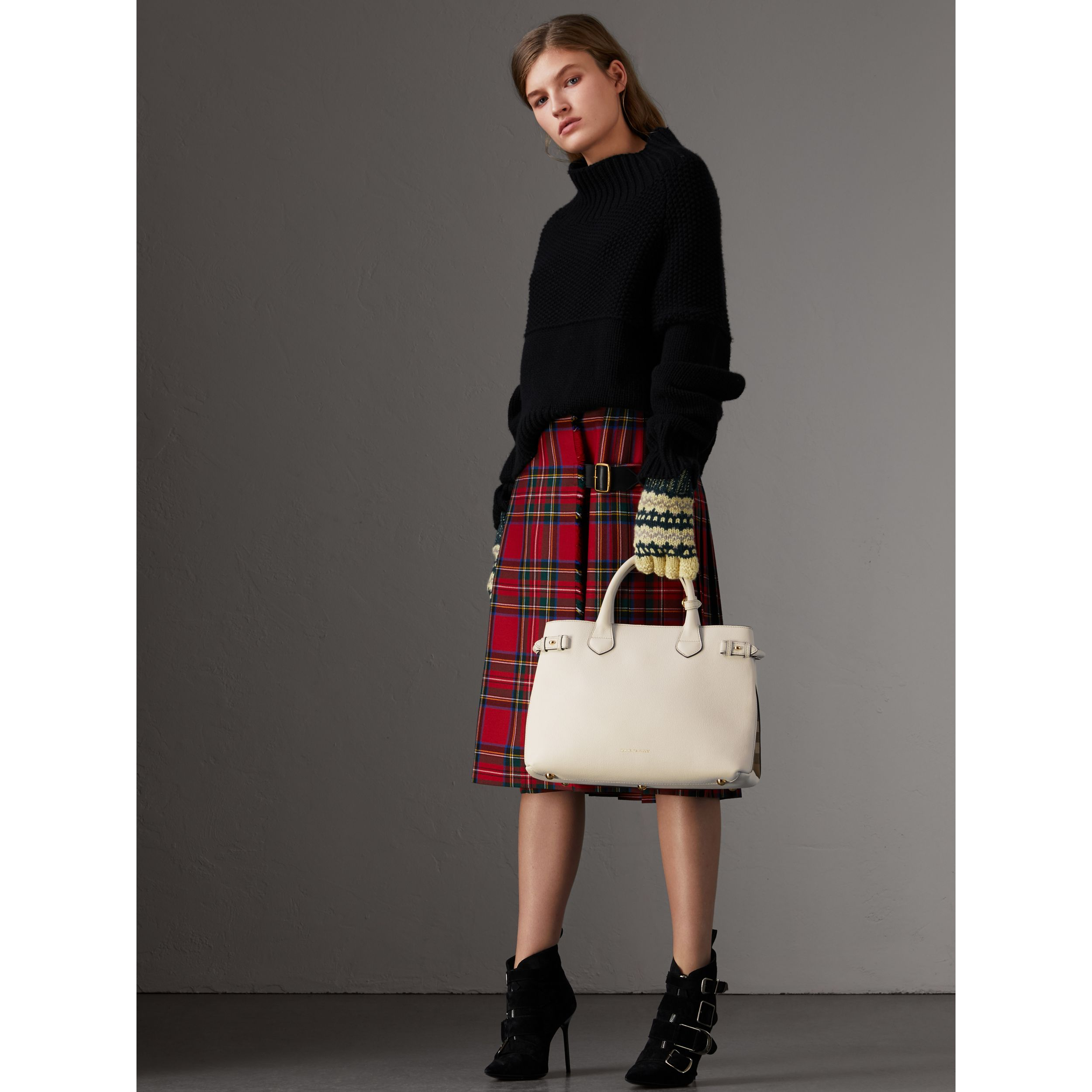 The Medium Banner in Leather and House Check in Natural - Women | Burberry - 3