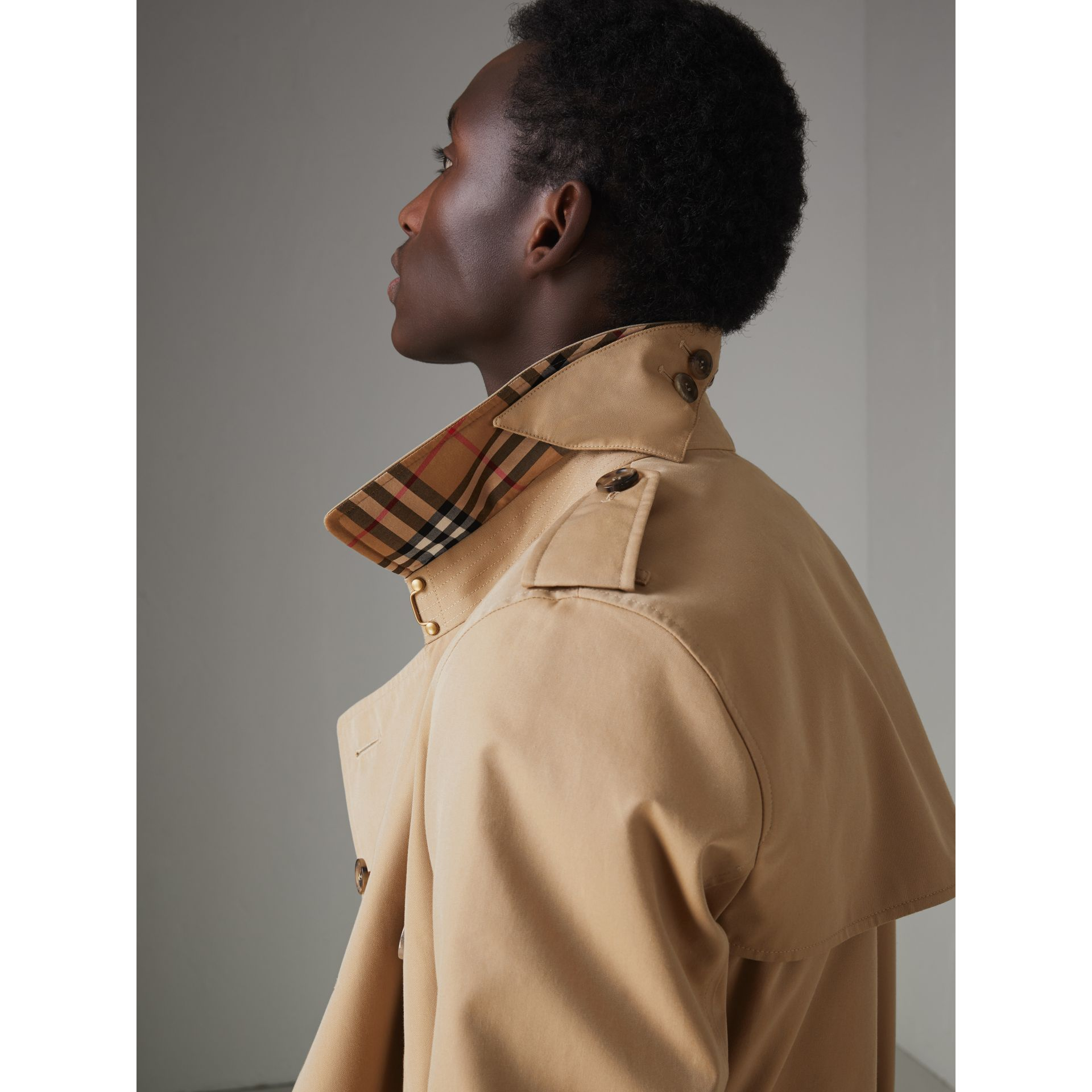 The Chelsea Heritage Trench Coat in Honey - Men | Burberry United Kingdom - gallery image 4