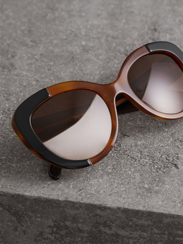 Round Frame Sunglasses in Light Brown - Women | Burberry Singapore - cell image 2