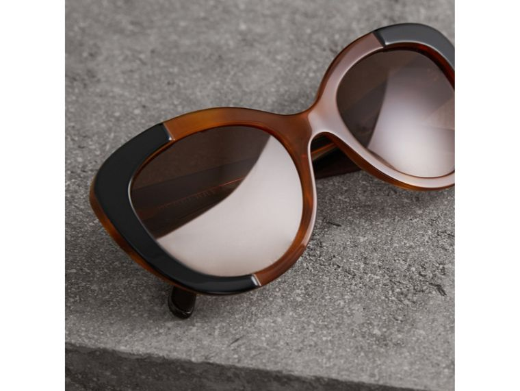Round Frame Sunglasses in Light Brown - Women | Burberry Hong Kong - cell image 2