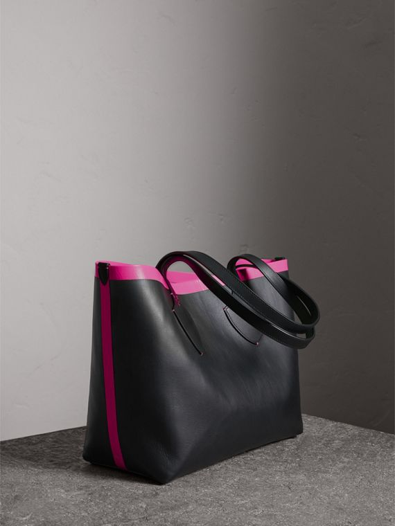 The Medium Giant Reversible Tote in Canvas and Leather in Black/neon Pink | Burberry - cell image 2