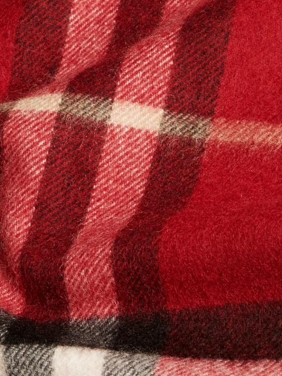 Rouge parade Écharpe classique en cachemire à motif check Rouge Parade - cell image 3