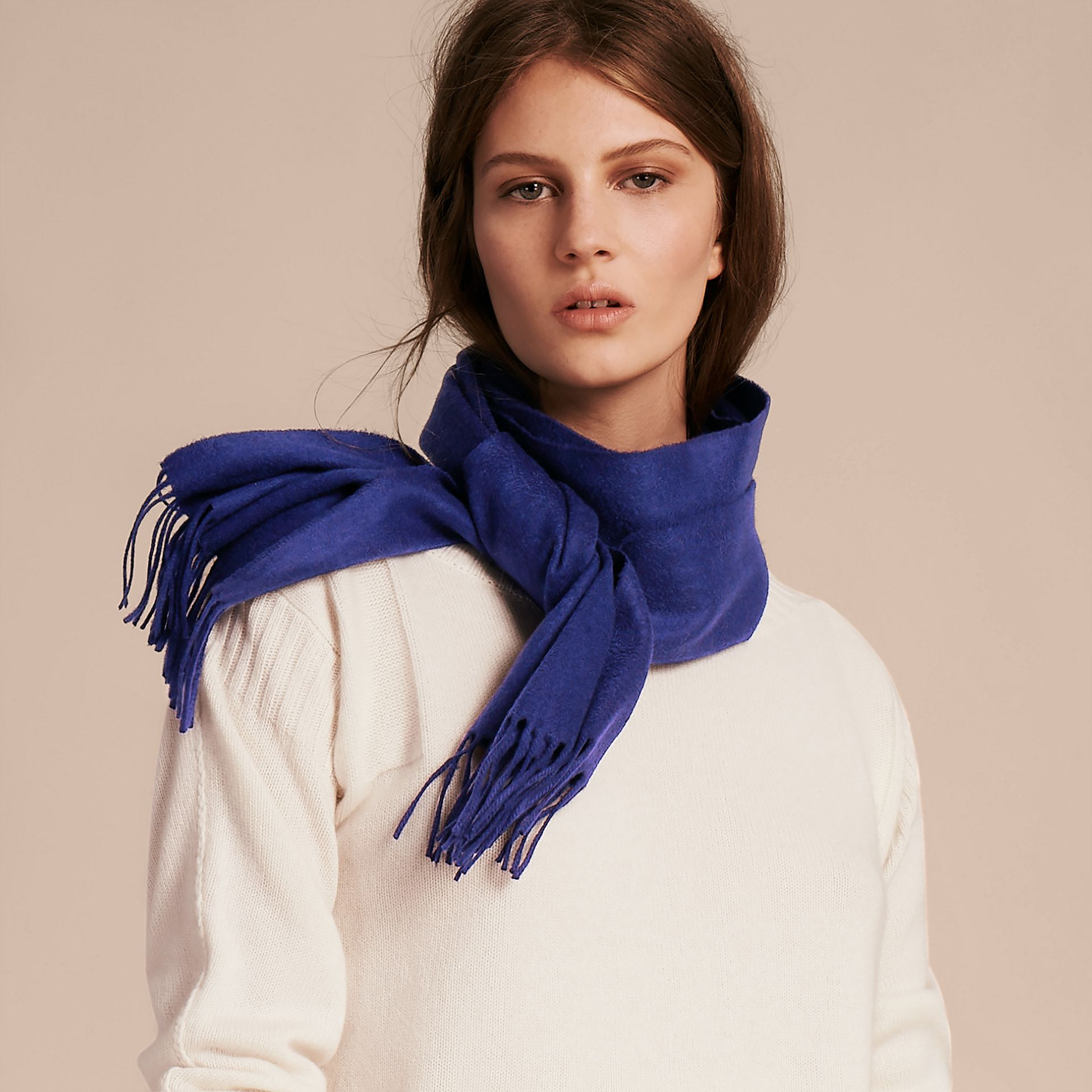 The Classic Cashmere Scarf in Bright Sapphire | Burberry - gallery image 3