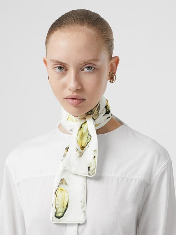 牡蠣印花絲質緞面窄版圍巾 (自然白) | Burberry - cell image 2