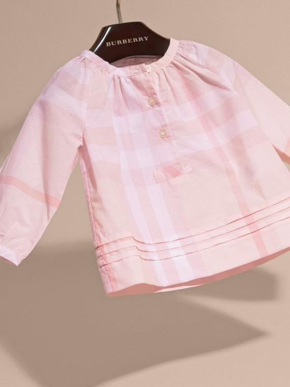 Rosa ghiaccio Camicetta in cotone con motivo check e pieghe - cell image 2