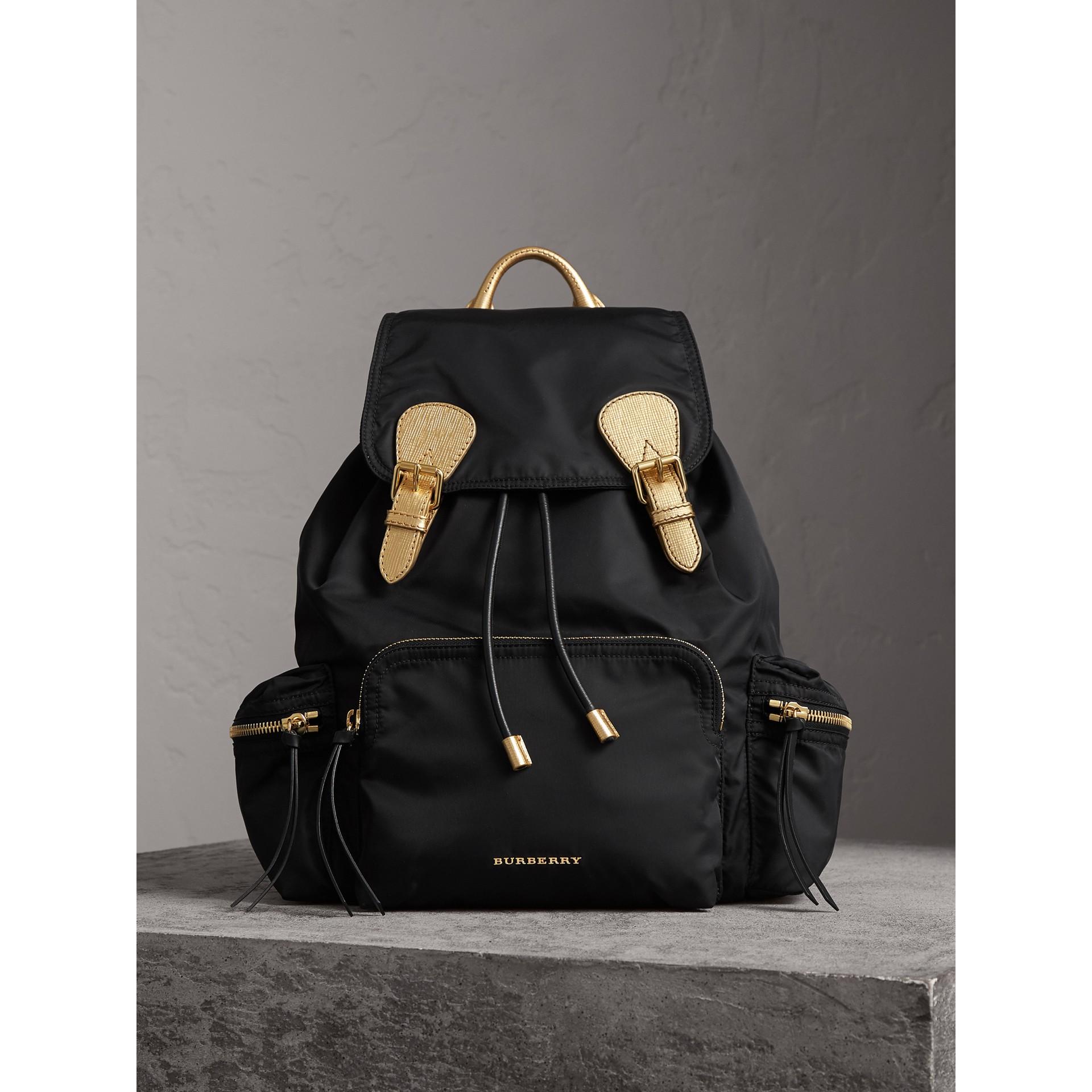 The Large Rucksack aus Nylon und Leder (Schwarz/goldfarben) - Damen | Burberry - Galerie-Bild 1