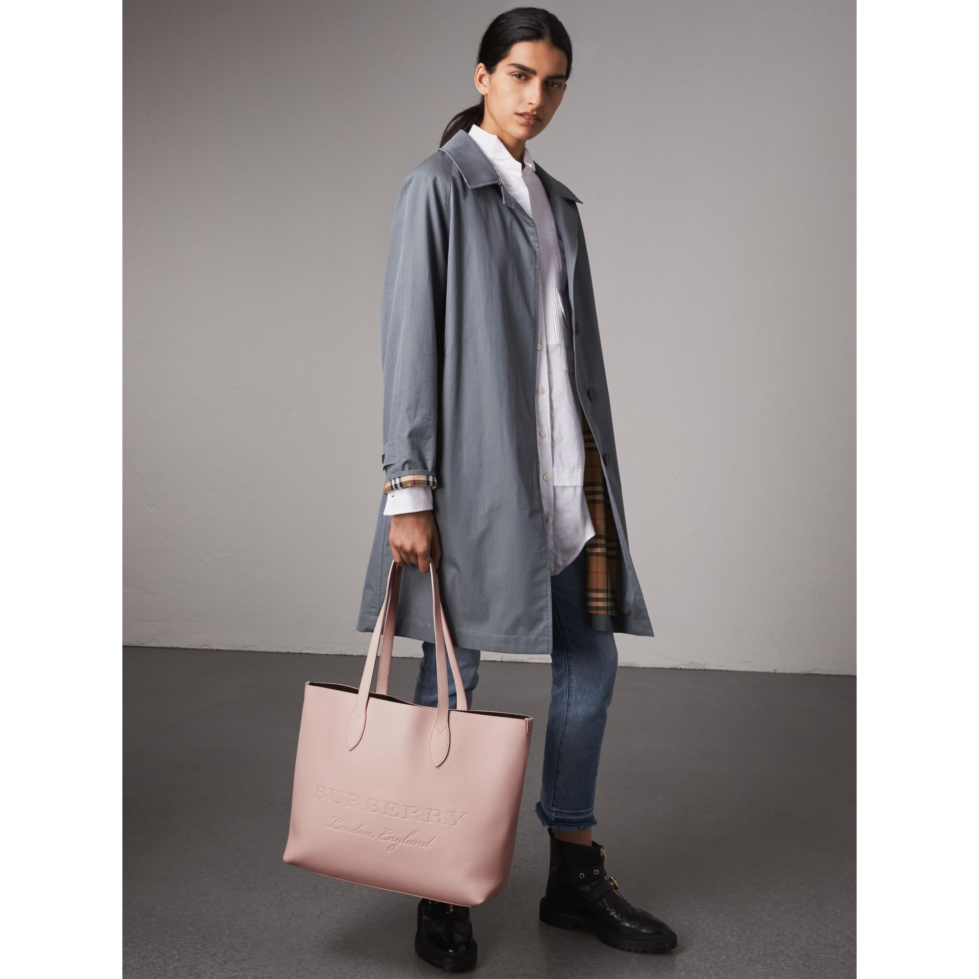 Sac tote en cuir estampé (Rose Platiné Pâle) - Femme | Burberry - photo de la galerie 2