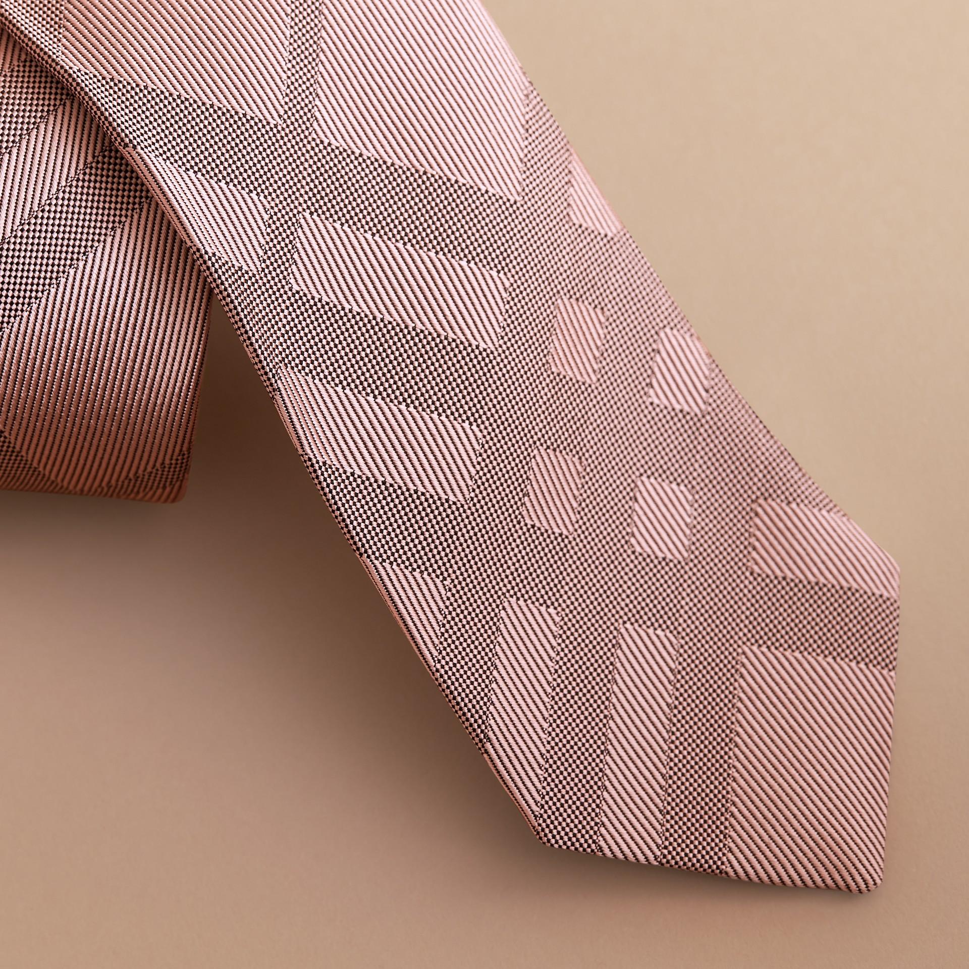 Gravata de sarja de seda com estampa xadrez em jacquard e corte moderno (Rosa Malva) - Homens | Burberry - galeria de imagens 2
