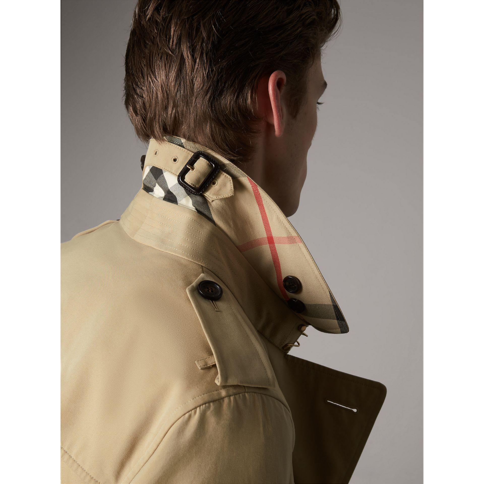 The Sandringham – Short Heritage Trench Coat in Honey - Men | Burberry - gallery image 5