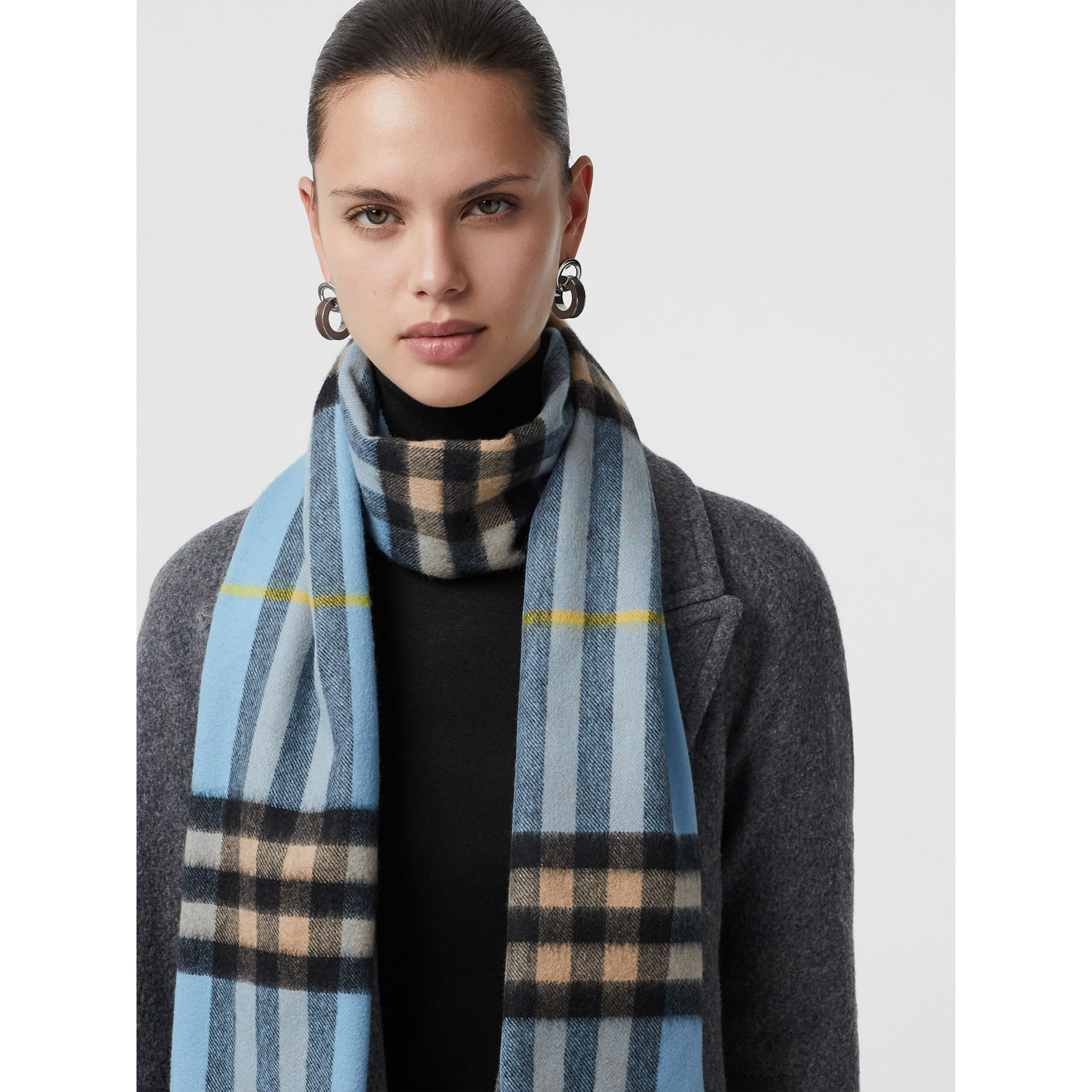The Classic Cashmere Scarf in Check in Pale Blue Carbon | Burberry United Kingdom - gallery image 5