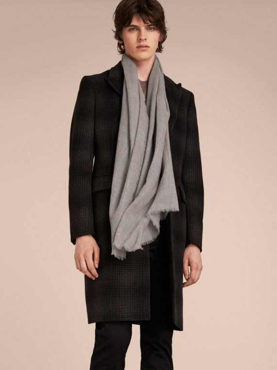 The Lightweight Cashmere Scarf Pale Grey - cell image 3