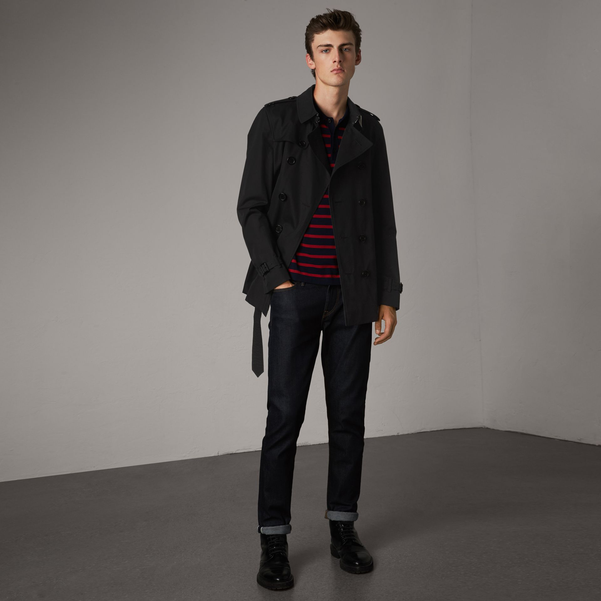 The Chelsea – Short Trench Coat in Black - Men | Burberry Singapore - gallery image 0