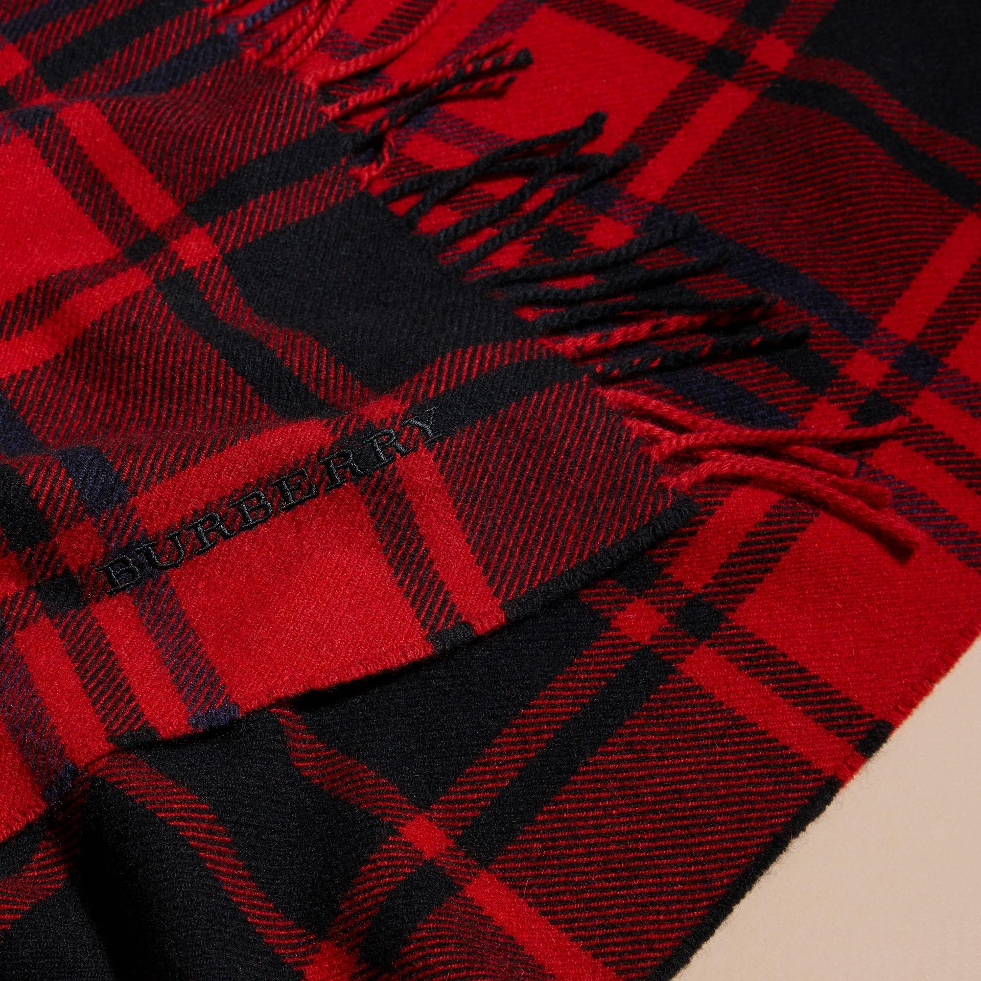 Rouge parade Écharpe oversize en cachemire et laine tartan à franges Rouge Parade - photo de la galerie 2