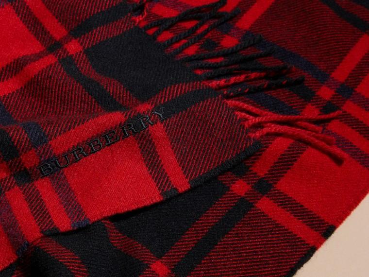 Rouge parade Écharpe oversize en cachemire et laine tartan à franges Rouge Parade - cell image 1
