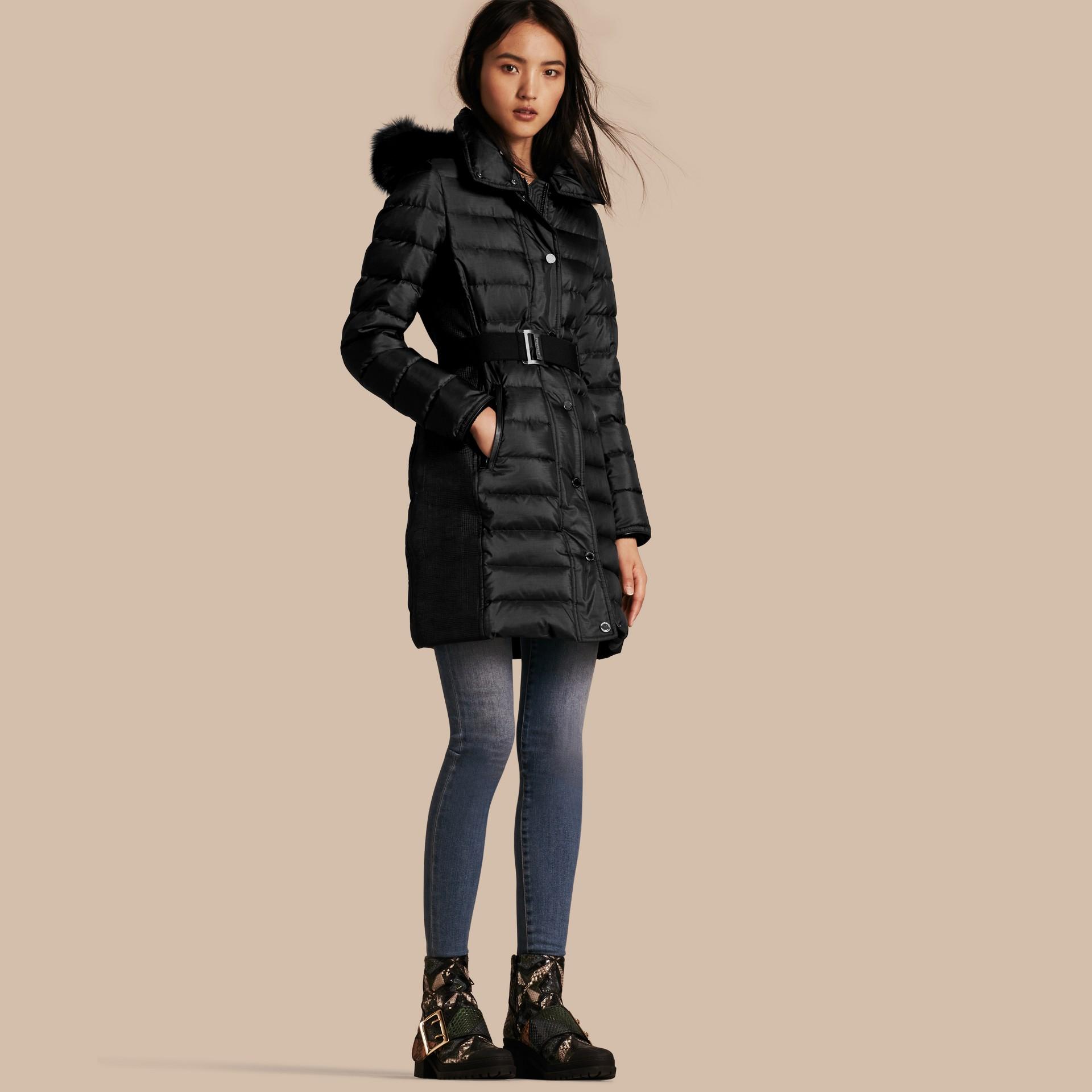Черный Пуховое пальто с меховой опушкой Черный - изображение 1