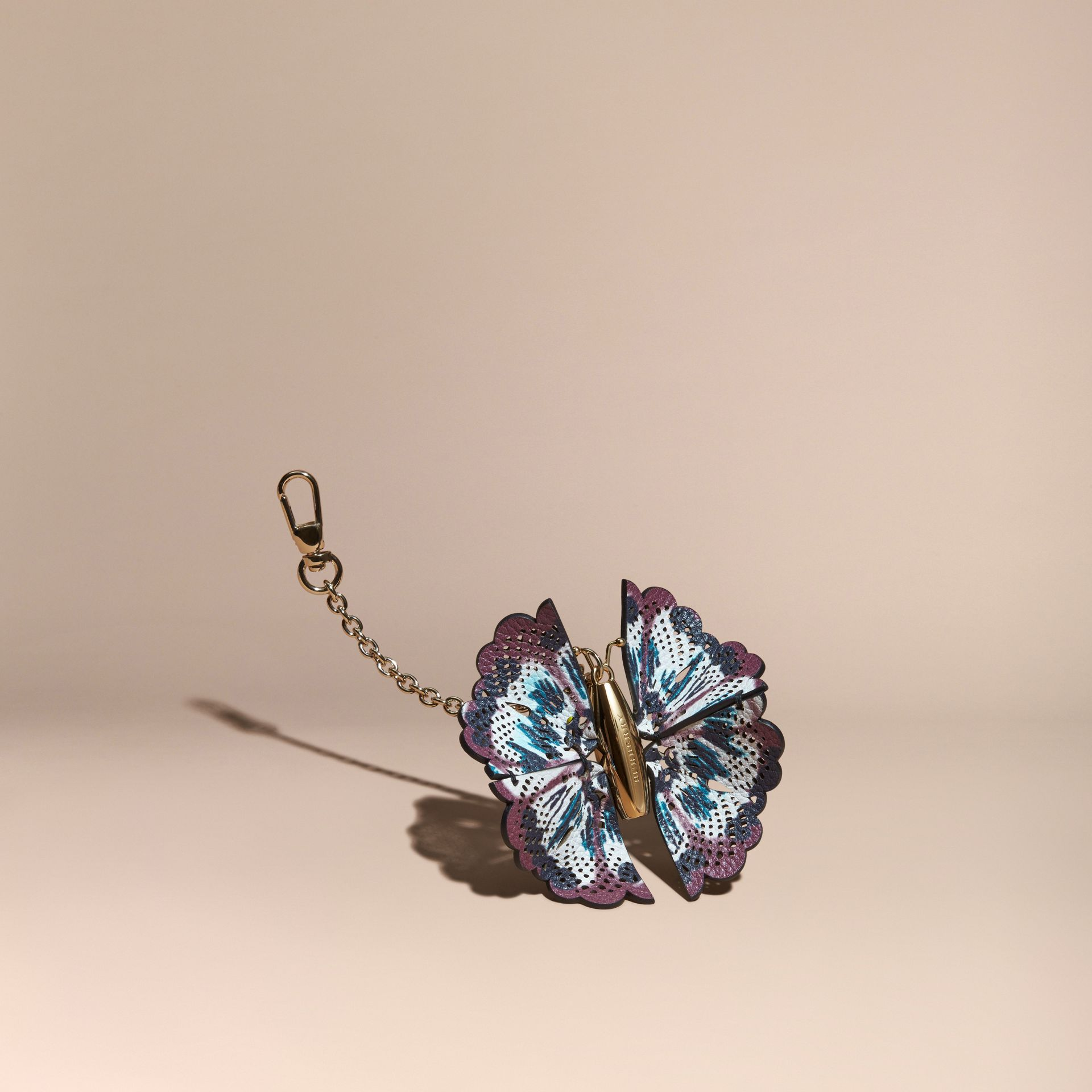 Rosa malva/rosa antico Ciondolo a forma di farfalla con pelle stampata tipo tintura a riserva Rosa Malva/rosa Antico - immagine della galleria 1