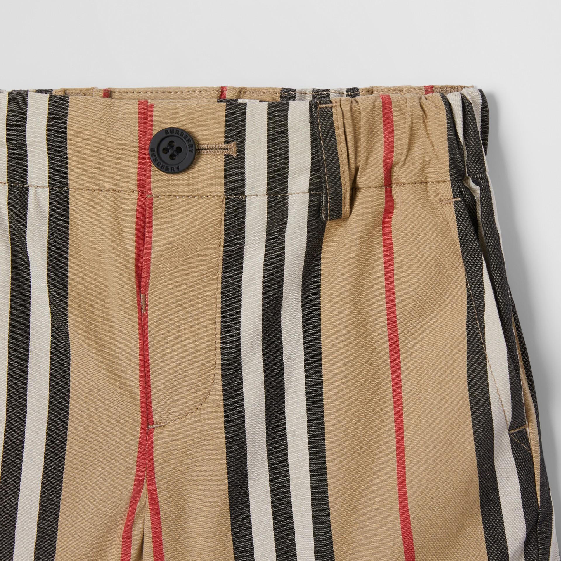 Short chino en coton à rayures iconiques (Beige D'archive) - Enfant | Burberry Canada - photo de la galerie 4