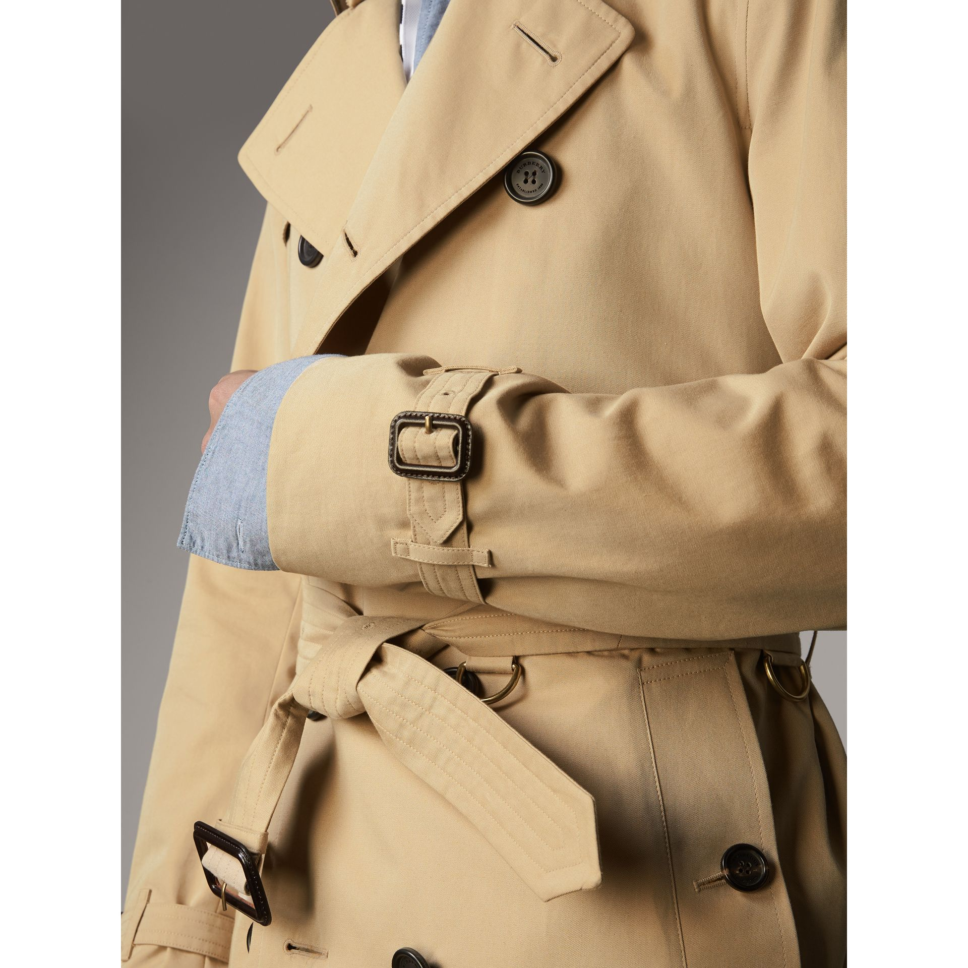 The Kensington – Mid-Length Heritage Trench Coat in Honey - Men | Burberry Hong Kong - gallery image 7