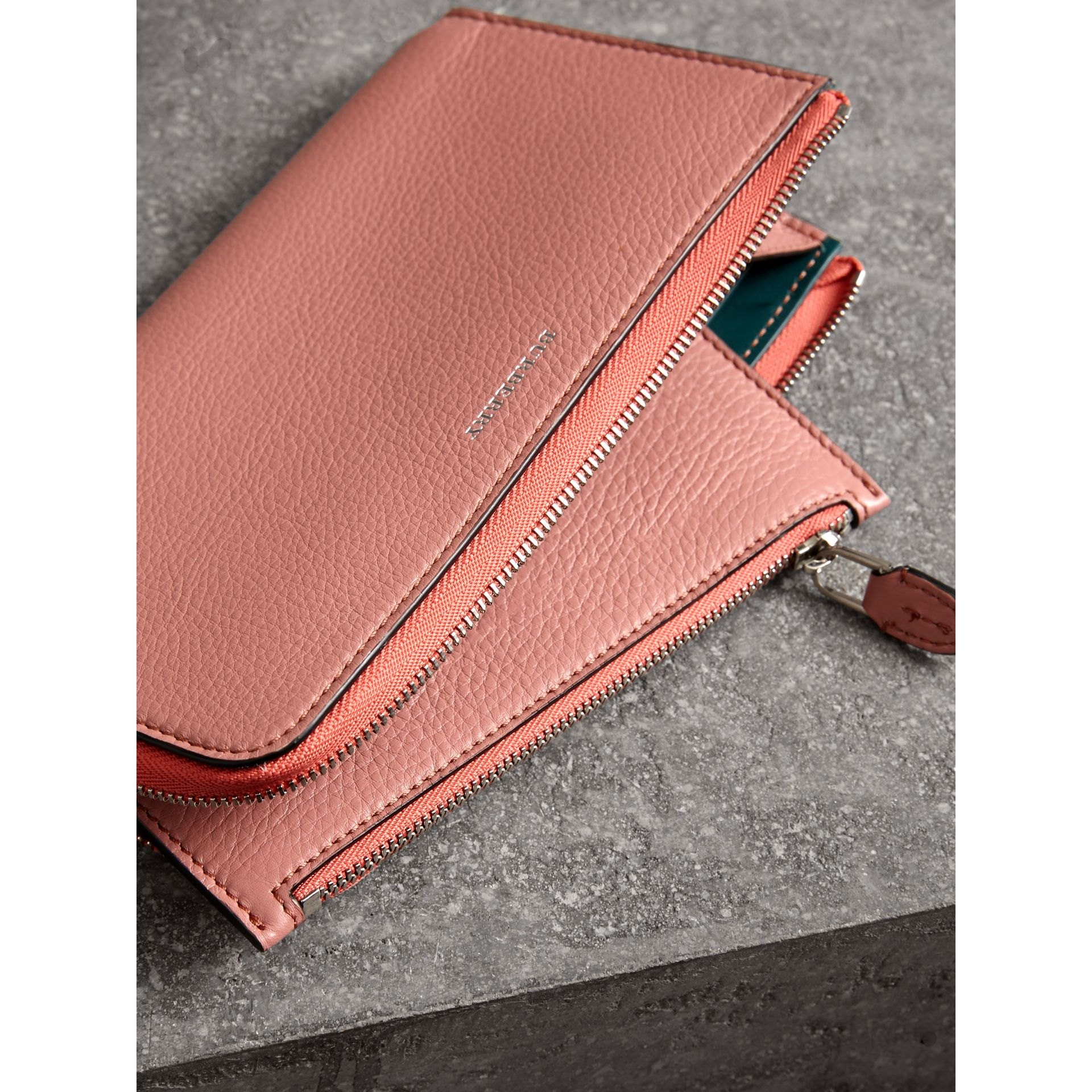 Two-tone Leather Ziparound Wallet and Coin Case in Dusty Rose - Women | Burberry - gallery image 3